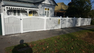 Feature Picket Fence with Archboards and Capping in Surrey Hills
